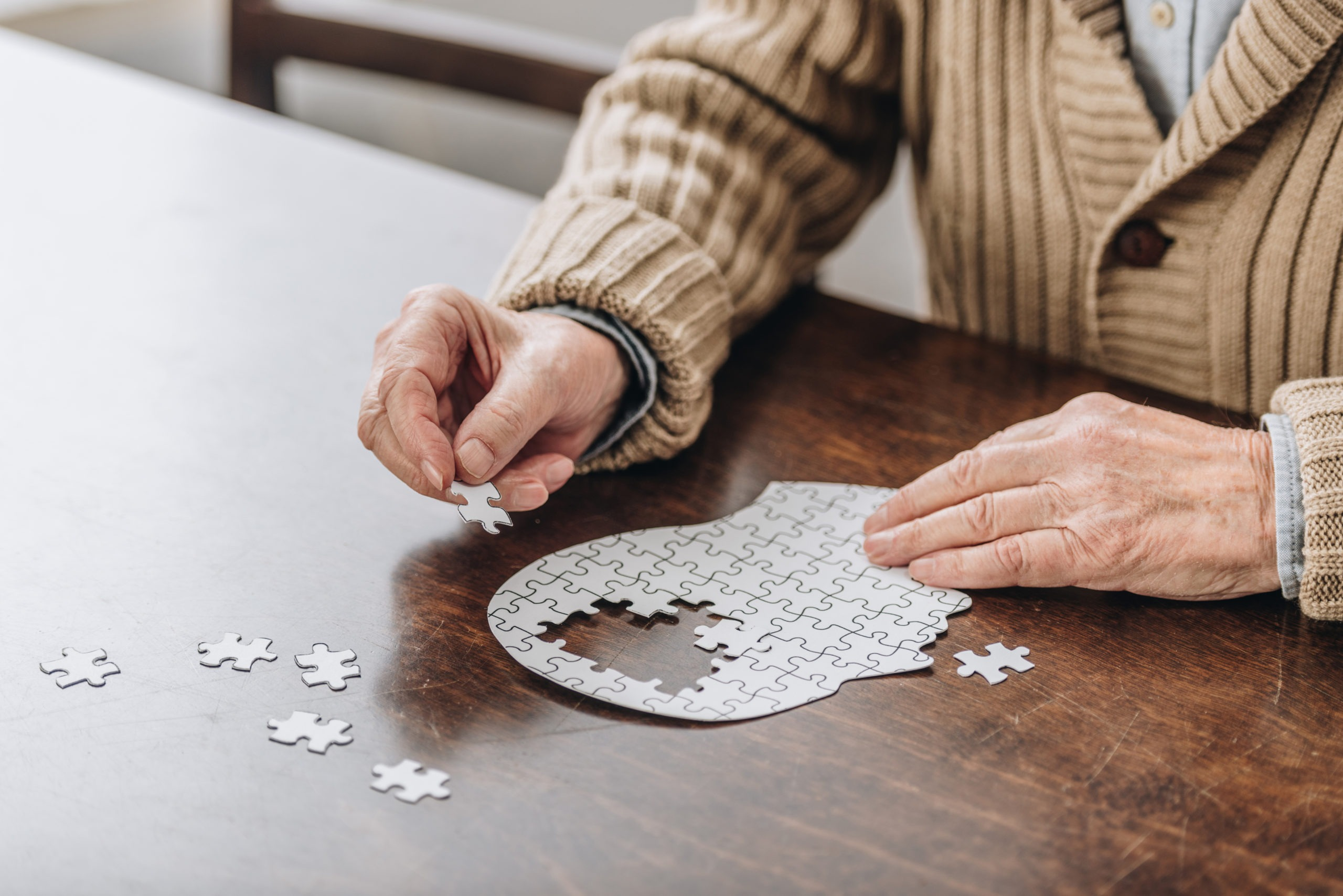 Alzheimer em idosos: sintomas e cuidados – Senior Concierge