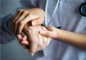 Acompanhante de idosos: por que contratar?