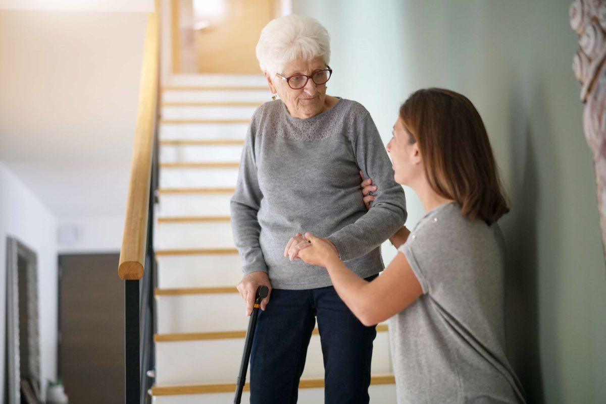 Quedas de idosos: 7 dicas de como evitar - Senior Concierge