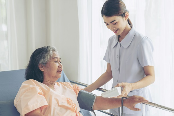 cuidados com idosos acamados
